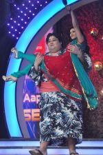 Sunny Leone, Yamamotoyama On the sets of Bigg Boss 5 with Players star cast on 31st Dec 2011 (213).JPG