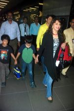 Madhuri Dixit snapped with kids and husband at the airport in Mumbai on 1st Jan 2012 (11).JPG