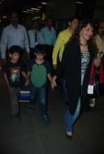 Madhuri Dixit snapped with kids and husband at the airport in Mumbai on 1st Jan 2012 (13).JPG