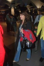 Madhuri Dixit snapped with kids and husband at the airport in Mumbai on 1st Jan 2012 (2).JPG
