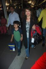 Madhuri Dixit snapped with kids and husband at the airport in Mumbai on 1st Jan 2012 (4).JPG