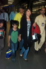 Madhuri Dixit snapped with kids and husband at the airport in Mumbai on 1st Jan 2012 (6).JPG