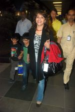 Madhuri Dixit snapped with kids and husband at the airport in Mumbai on 1st Jan 2012 (9).JPG