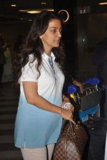 Juhi Chawla returns from their vacation on 2nd Jan 2012 (39).JPG