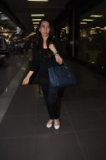 Karisma Kapoor returns from their vacation on 2nd Jan 2012 (6).JPG