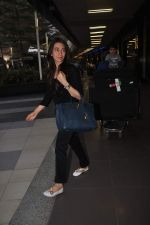 Karisma Kapoor returns from their vacation on 2nd Jan 2012 (7).JPG