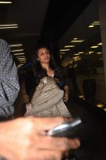Rani Mukherjee returns from their vacation on 2nd Jan 2012 (25).JPG