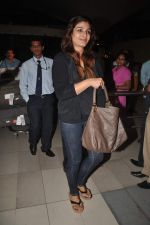 Raveena Tandon returns from their vacation on 2nd Jan 2012 (31).JPG