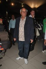Yash Chopra returns from their vacation on 2nd Jan 2012 (10).JPG