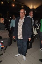 Yash Chopra returns from their vacation on 2nd Jan 2012 (11).JPG