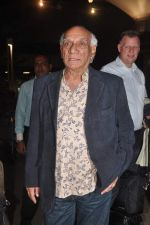 Yash Chopra returns from their vacation on 2nd Jan 2012 (12).JPG