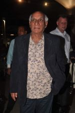 Yash Chopra returns from their vacation on 2nd Jan 2012 (13).JPG