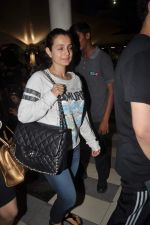 Amisha Patel return from Dubai on 3rd Jan 2012 (43).JPG