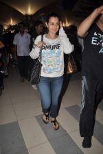 Amisha Patel return from Dubai on 3rd Jan 2012 (44).JPG