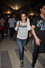 Amisha Patel return from Dubai on 3rd Jan 2012 (45).JPG