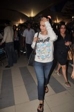Amisha Patel return from Dubai on 3rd Jan 2012 (47).JPG