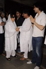 Farida Jalal at Sunil and Dharmesh Darshan_s dad_s prayer meet in Santacruz on 3rd Jan 2012 (116).JPG
