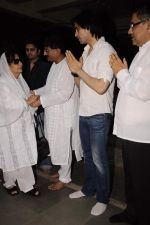 Farida Jalal at Sunil and Dharmesh Darshan_s dad_s prayer meet in Santacruz on 3rd Jan 2012 (117).JPG