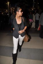 Gauri Khan return from Dubai on 3rd Jan 2012 (51).JPG
