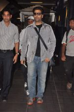 Karan Johar return from Dubai on 3rd Jan 2012 (7).JPG