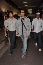 Karan Johar return from Dubai on 3rd Jan 2012 (8).JPG
