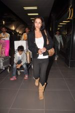 Malaika Arora Khan return from Dubai on 3rd Jan 2012 (24).JPG