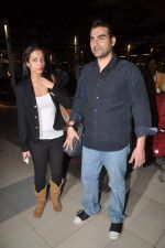 Malaika Arora Khan, Arbaaz Khan return from Dubai on 3rd Jan 2012 (27).JPG