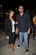 Malaika Arora Khan, Arbaaz Khan return from Dubai on 3rd Jan 2012 (29).JPG