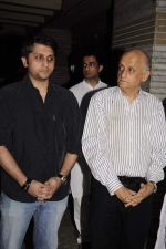 Mohit Suri, Mukesh Bhatt at Sunil and Dharmesh Darshan_s dad_s prayer meet in Santacruz on 3rd Jan 2012 (144).JPG