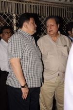 Rishi Kapoor at Sunil and Dharmesh Darshan_s dad_s prayer meet in Santacruz on 3rd Jan 2012 (78).JPG