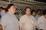 Rishi Kapoor at Sunil and Dharmesh Darshan_s dad_s prayer meet in Santacruz on 3rd Jan 2012 (79).JPG