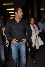 Salman Khan return from Dubai on 3rd Jan 2012 (18).JPG