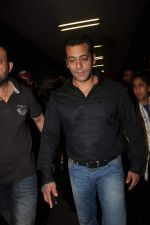 Salman Khan return from Dubai on 3rd Jan 2012 (19).JPG