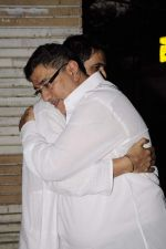 Sanjay Suri at Sunil and Dharmesh Darshan_s dad_s prayer meet in Santacruz on 3rd Jan 2012 (76).JPG
