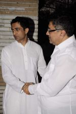 Sanjay Suri at Sunil and Dharmesh Darshan_s dad_s prayer meet in Santacruz on 3rd Jan 2012 (77).JPG