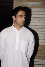 Sanjay Suri at Sunil and Dharmesh Darshan_s dad_s prayer meet in Santacruz on 3rd Jan 2012 (79).JPG
