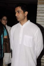 Sanjay Suri at Sunil and Dharmesh Darshan_s dad_s prayer meet in Santacruz on 3rd Jan 2012 (80).JPG