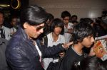Shahrukh Khan return from Dubai on 3rd Jan 2012 (68).JPG