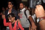 Shahrukh Khan return from Dubai on 3rd Jan 2012 (70).JPG