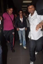 Shahrukh Khan return from Dubai on 3rd Jan 2012 (74).JPG