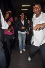 Shahrukh Khan return from Dubai on 3rd Jan 2012 (75).JPG