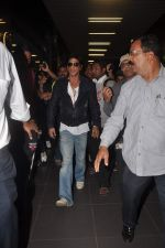 Shahrukh Khan return from Dubai on 3rd Jan 2012 (76).JPG
