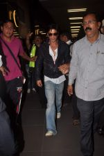 Shahrukh Khan return from Dubai on 3rd Jan 2012 (79).JPG