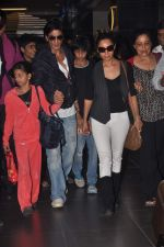 Shahrukh Khan, Gauri Khan return from Dubai on 3rd Jan 2012 (43).JPG