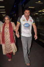 Sohail Khan, Salma Khan return from Dubai on 3rd Jan 2012 (11).JPG