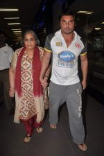 Sohail Khan, Salma Khan return from Dubai on 3rd Jan 2012 (14).JPG