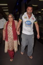Sohail Khan, Salma Khan return from Dubai on 3rd Jan 2012 (15).JPG