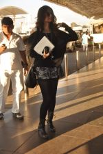 Sonam Kapoor with Players stars snapped at airport in Mumbai on 3rd Jan 2012 (18).JPG