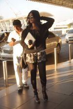 Sonam Kapoor with Players stars snapped at airport in Mumbai on 3rd Jan 2012 (19).JPG