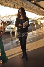 Sonam Kapoor with Players stars snapped at airport in Mumbai on 3rd Jan 2012 (21).JPG